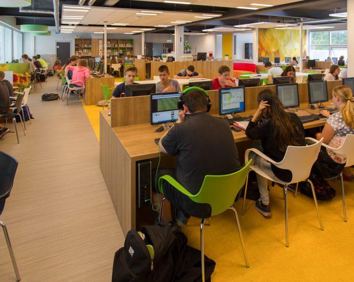 Mediatheek renovatie schoolgebouw
